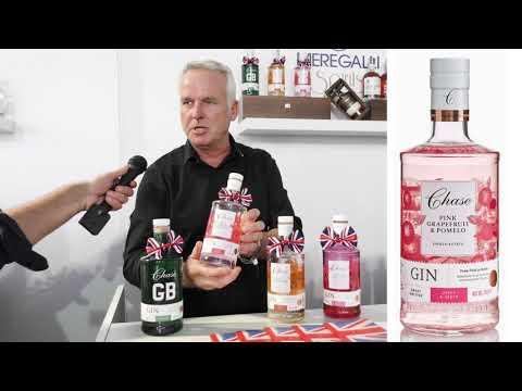 Simon Davies presenta la gamma dei Gin di Chase Distillery al Roma Bar Show