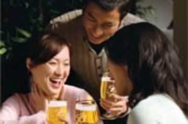Giovani Yuppies Cinesi si sbronzano con Budweiser