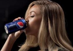 """PEPSI presenta """"Mirrors"""", il nuovo spot con protagonista la cantante BEYONCÉ."""
