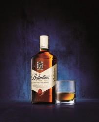 Ballantine's Scotch Whisky Finest Ballantine Packaging Bottiglia Scotch Whisky Design Confezione