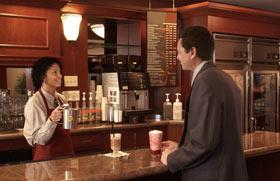 CONSUMI BEVANDE CALDE IN INGHILTERRA: cala il consumo di tè a beneficio del caffè