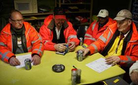 AMSTERDAM COMBATTE L'ALCOLISMO offrendo birre e lavoro da netturbino agli alcolisti. Sembra funzionare…