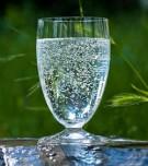Mineralwasser-glass