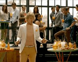 La nuova campagna pubblicitaria di CRODINO: 'Biondo aperitivo zero impegnativo'