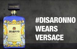 Disaronno lancia il nuovo spot #DisaronnoWearsVersace