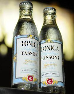 Etichette preadesivizzate di IRPLAST per la nuova TONICA TASSONI