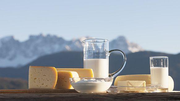 Suedtirol, Ritten, Ausicht auf die Dolomiten, Milchprodukte