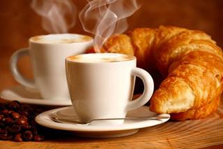 Tazzina caffè e brioche