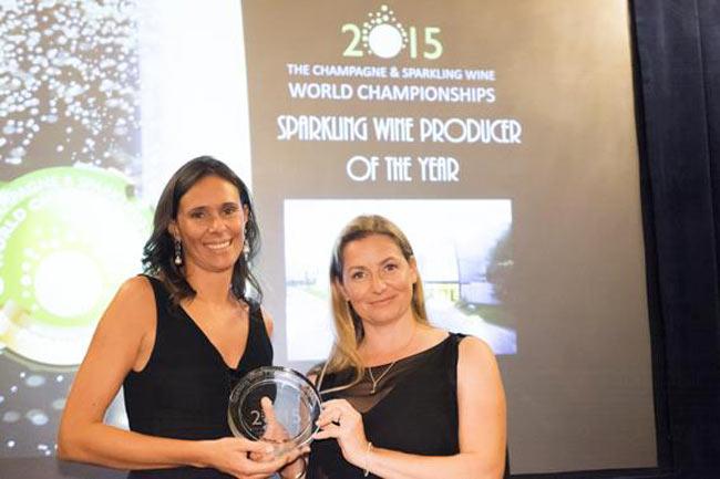 Camilla Lunelli, direttrice marketing e comunicazione Ferrari, ritira il premio