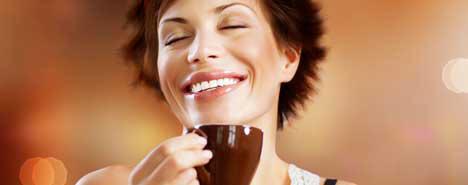 caffè-e-salute-donna-beve-caffè