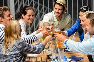 Il consumo responsabile di alcol è di moda tra i millennial