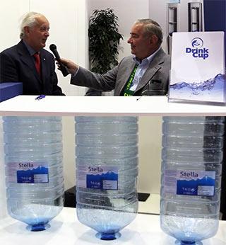Drink Cup all'avanguardia nel settore dei water cooler con l'innovativo boccione quadrato