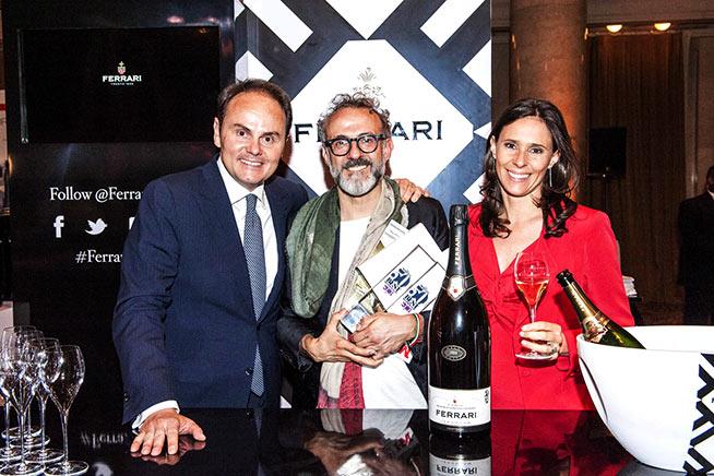 Matteo e Camilla Lunelli insieme a Massimo Bottura brindano con Ferrari alla vittoria