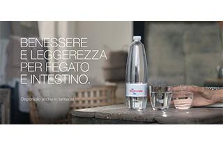 Al via lo spot FONTE ESSENZIALE: sentirsi liberi dentro è semplice come bere un bicchiere d'acqua, anzi due