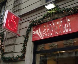 SPONTINI, la più grande catena milanese di tranci di pizza alta,  ha aperto anche sui Navigli