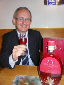 Flavio-Pezzoli-brinda-con-il-suo-Melogranello