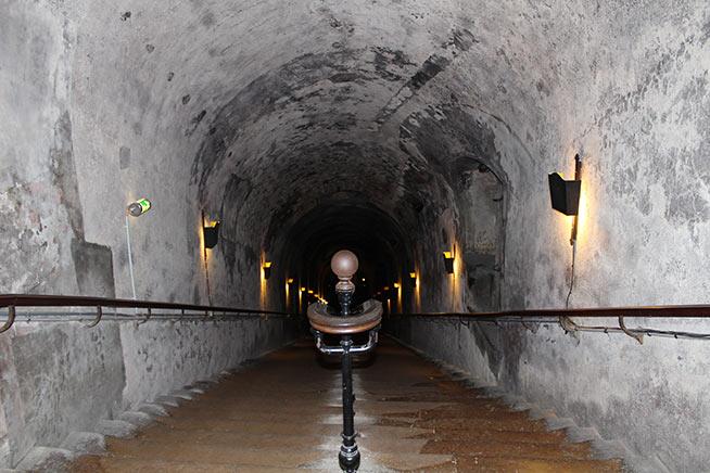La scalinata che porta alle cantine Pommery