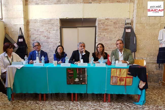 Il tavolo della presentazione dell'inziativa Saicaf & Made in Carcere con i vari responsabili dell'azienda e dell'Associazione