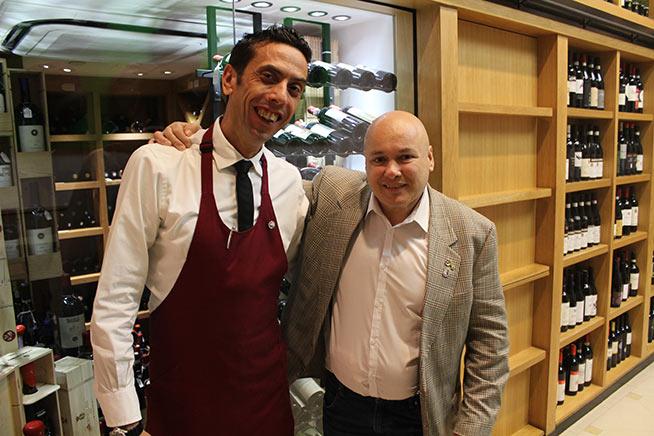 Andrea Rinaldi con il sommelier del ristorante Novikov