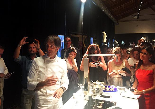 Chef-Davide-Oldani-alla-presentazione-della-stampante-di-pasta-3d-barilla-alla-fabbrica-del-vapore