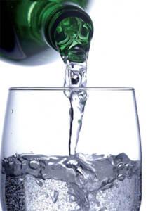 acqua-minerale-bicchiere-640x910