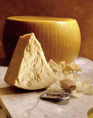 Asiago, Parmigiano Reggiano e Pecorino Romano: blocco prodotti contraffatti