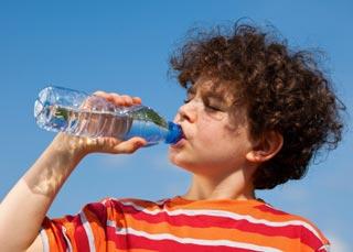 Boom dell'acqua confezionata negli USA: oltre 45 miliardi di litri consumati