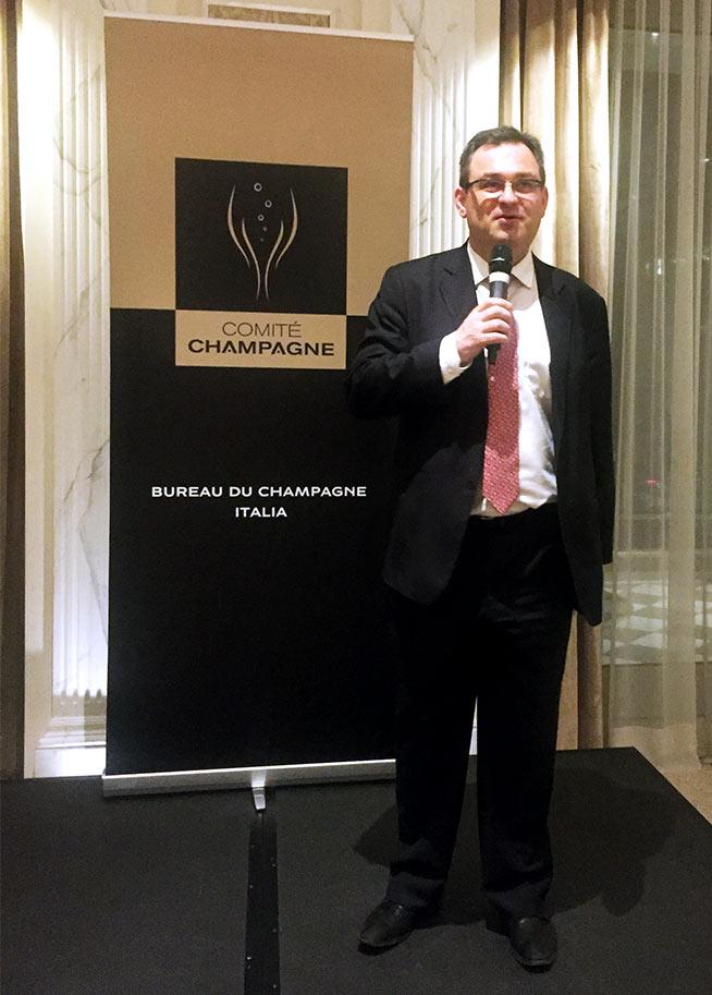 Vincent Perrin, direttore generale Comité Champagne al microfono