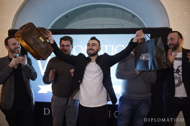 Francesco De Nicola esulta durante la premiazione del Diplomatico World Tournament