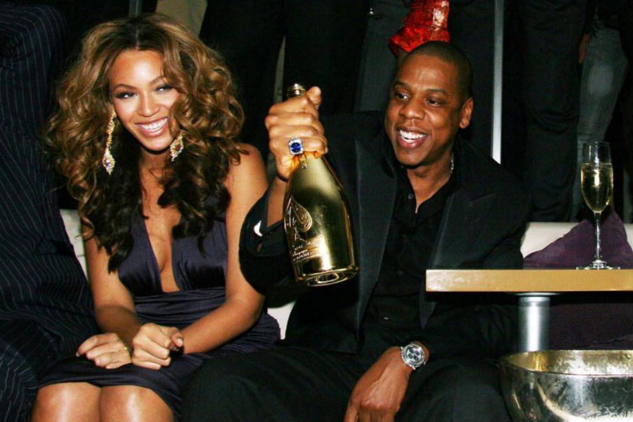 Jay Z con una bottoglia dello Champagne della sua Maison Armand de Brignac