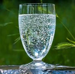 Bicchiere acqua minerale