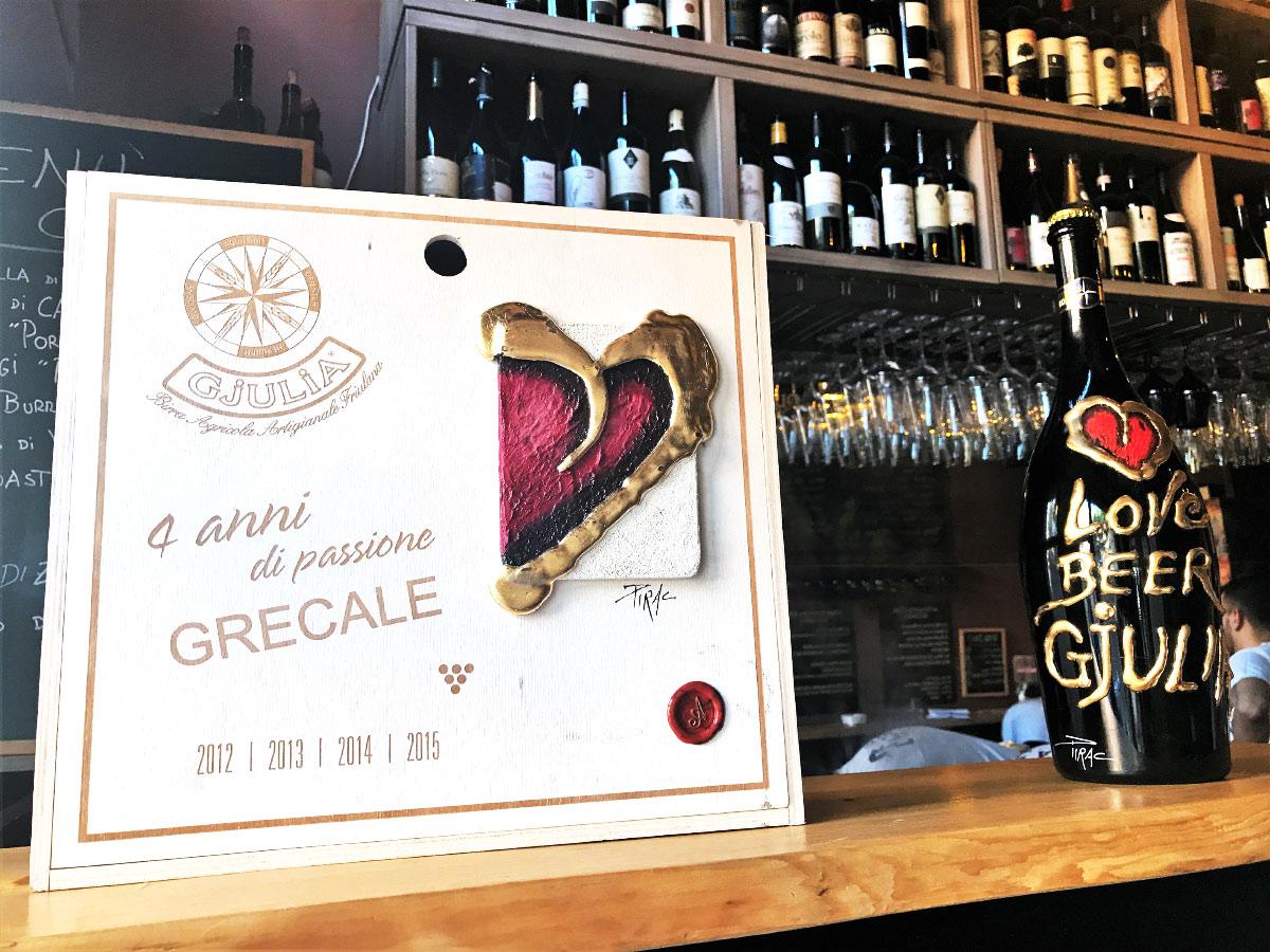 Cofanetto di birra Gjulia Grecale contenenti le annate 2012 - 2013 - 2014 - 2015 decorato dall'artista friulano Pirac