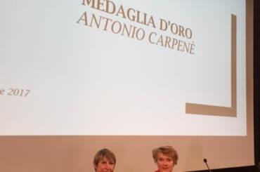 A sinistra la Presidente dell'Unione Ex Allievi Severina Cancellier a destra la Preside del Carletti Damiana Cernilli