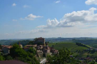Castellinaldo, il paese e le colline vitate