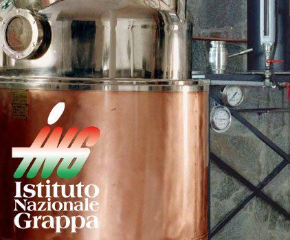 Lo spirito… del Natale: tra grappe barricate e packaging originali il distillato è protagonista