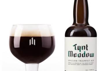 Tynt Meadow English Trappist Ale bottiglia e Bicchiere