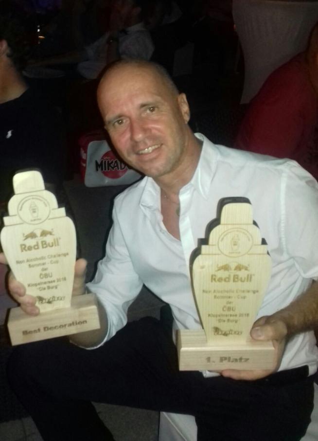 Franco Cruder CapoBarman ABI Professional con i premi vinti al Non Alcoholic Redbull Challenge Sommer Cup