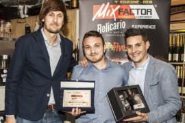 Umberto Oliva premiato da Gerard Ruiz Palou e Jordi Xifra Keysper,