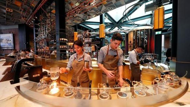 Milano, apre il primo Starbucks d'Italia