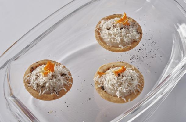 Crema di cavolfiore con biscotto Nespresso India