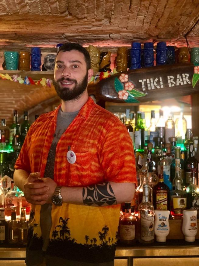 Makutu Tiki bar- Monkey Jumpy Panky