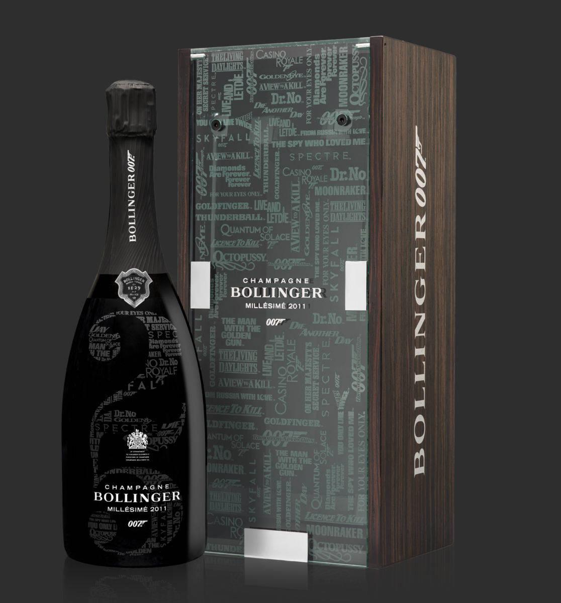 Coffret 007 et bouteille à côté fond gris
