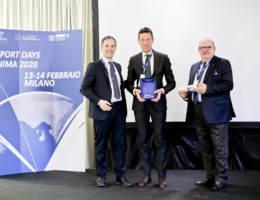 Consegna del Premio Speciale ANIMA. Da sinistra Marco Nocivelli Presidente ANIMA, Roberto Nocera Direttore Generale LSM e Bruno Fierro Vicepresidente ANIMA