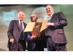 Piero Angela vince il premio Fuoriclasse 2019 della Distilleria Castagner