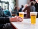 """Paghi oggi, bevi domani: in Belgio nasce il """"pub solidale"""" per combattere l'emergenza Coronavirus"""