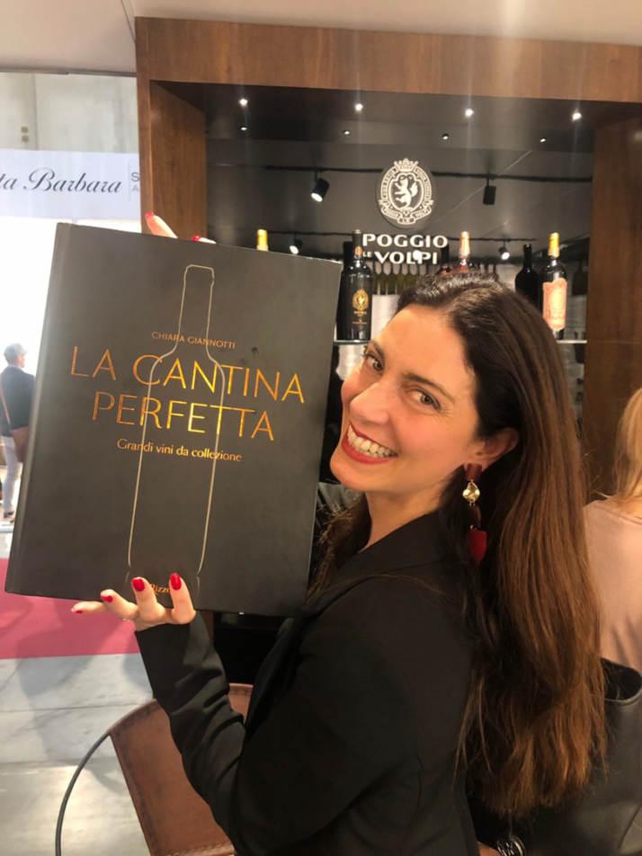 """Chiara Giannotti con il suo libro: """"La Cantina Perfetta"""""""