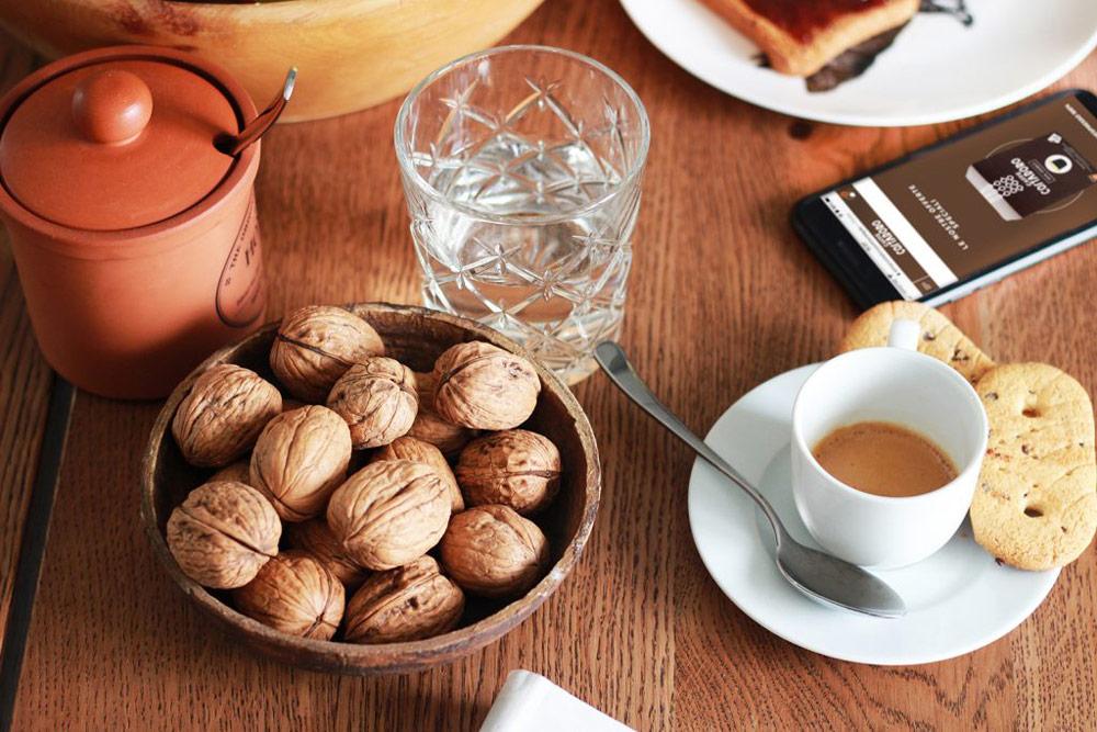 Una dolce e piacevole pausa a casa, accompagnata da un buon espresso