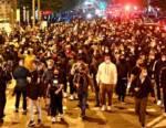 Guerriglia a Napoli: le proteste in strada contro le misure anti Covid del governatore De Luca