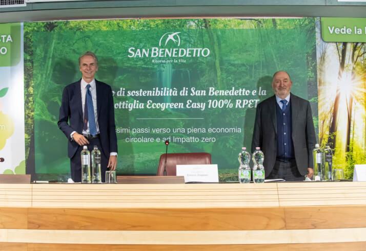 a destra Enrico Zoppas Presidente e AD Acqua Minerale San Benedetto - a sinistra il Senatore Andrea Ferrazzi