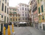 Genova, la protesta civile di Piazza delle Erbe illumina la notte a partire da oggi 7 aprile